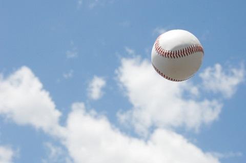 青空と硬球
