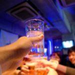 忘年会や新年会のビジネスマナー!お酌のやり方~瓶ビール・日本酒編