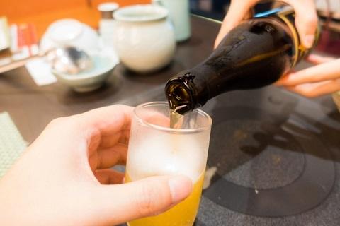 瓶ビールの注ぎ方